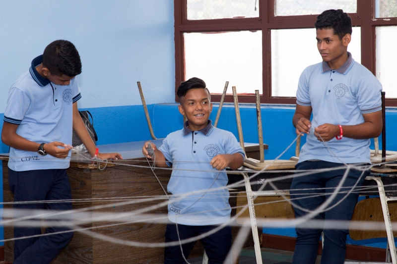 Estudiantes participando en actividades de la mañana